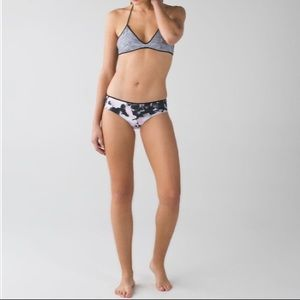 Lululemon Salty Swim Hipster reversible bottoms